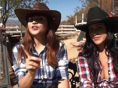 Raunchy lesbian teen couple Lacie James and Raquel Roper