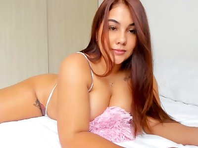Big breasts amateur aloft webcam