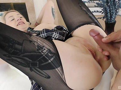 Blonde hottie Hadley Haze enjoys getting fucked by her neighbor